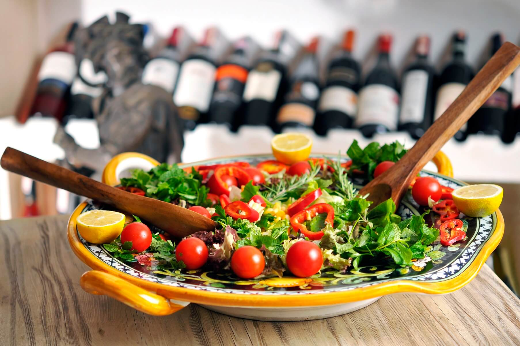 Top Salad and Wine Pairings for Picnic Perfection